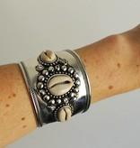 Shantique design Shell cuff