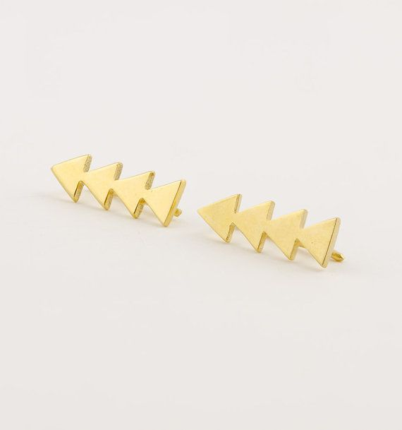 Lunai Triangle Ear Pin