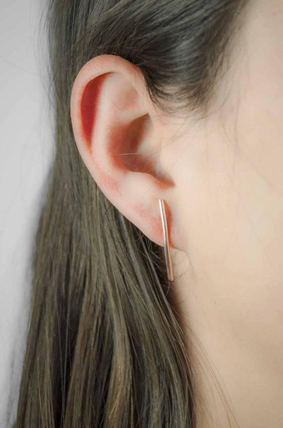 Lunai Bended bar earring
