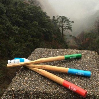 Halter für Zahnbürste mit Bambusgriff - Farbe weiss