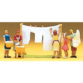 Preiser Women hanging laundry, with accessories, 5 pieces kit, scale H0