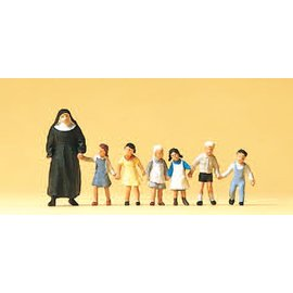 Preiser Nun, with children, 7 pieces kit, scale H0
