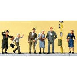 Preiser Wartende an der Strassenbahnhaltestelle, mit Zubehör, Satz von 6, Spur H0