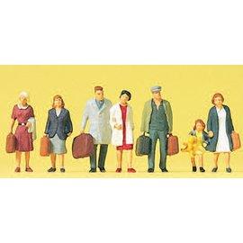 Preiser Walking passengers, 7 pieces kit, scale H0
