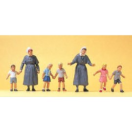 Preiser Protestant sisters, with children, 7 pieces kit, scale H0