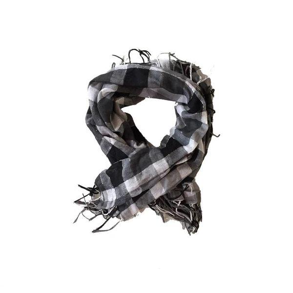 Grijzig geruit lichte sjaal