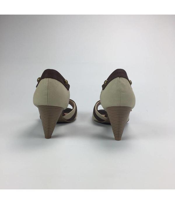 Tientje of minder Klassieke beige pumps (38)