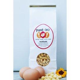 Van de Vis Eierspecialist - Échte Barneveldse scharreleieren Past(ei) wokkels – tarwe pasta.