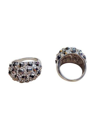 Edgy statement ring met zwarte studs