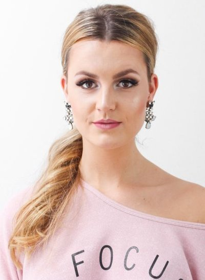 Chique long statement earrings with rhinestones