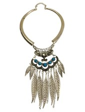 Cute boho chique statement necklace with feathers