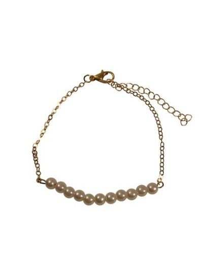 Minimalist chic statement bracelet with pearls
