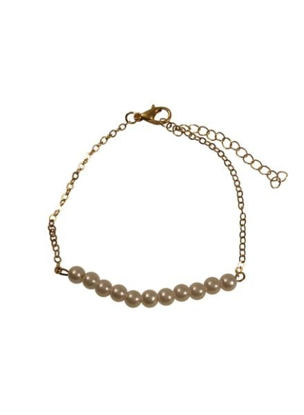 Minimalist chic statement bracelet with pearls