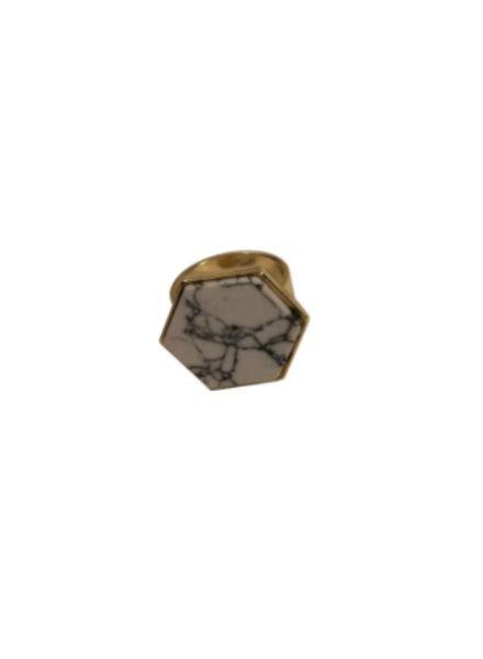Minimalist chic statement ring met witte zeshoek