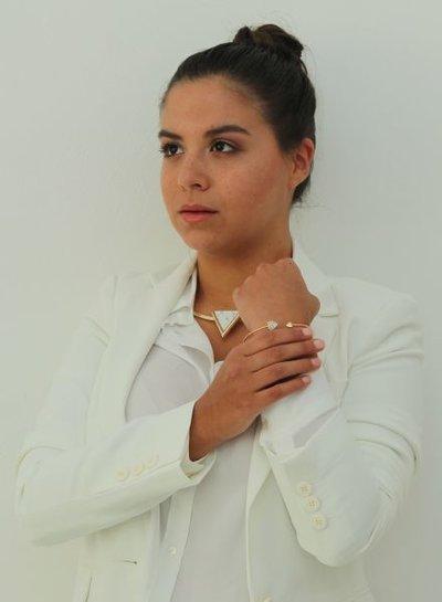 Minimalist chic statement cuff armband met hartjes