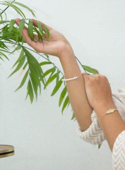 Minimalist chic statement armband met parels