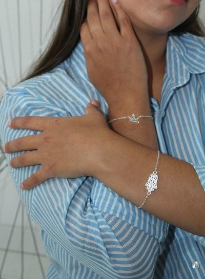 Minimalistic statement bracelet with bird silver colored