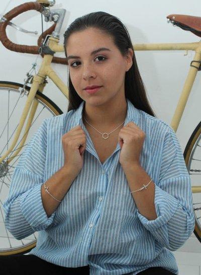 Minimalistische statement armband met kruis zilverkleurig