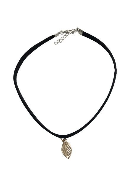 Minimalistic statement choker necklace with leaf