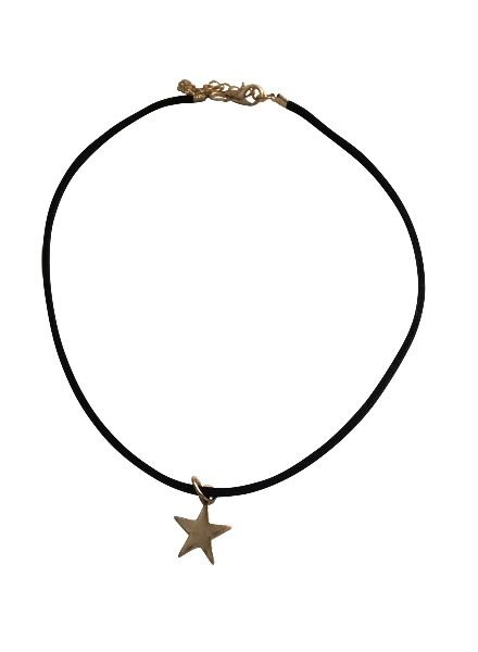 Minimalistic statement choker necklace with star