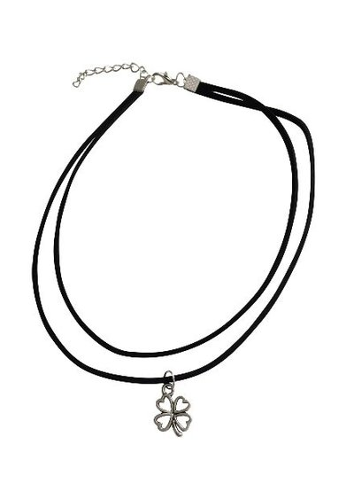 Minimalistic statement choker necklace with clover silver colored