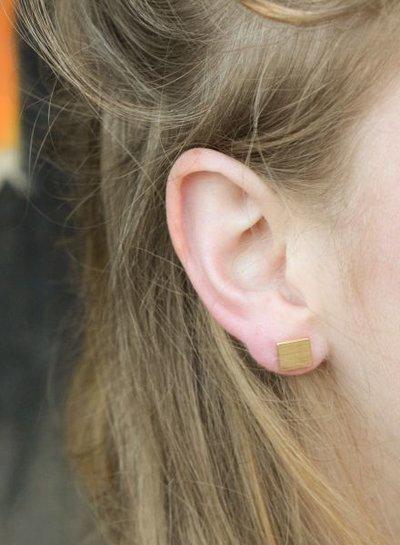 Minimalistische statement oorbellen vierkant goudkleurig