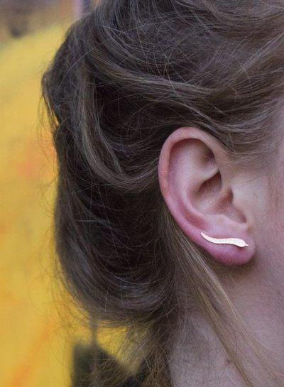 Coole minimalistische statement oorbellen veer goudkleurig