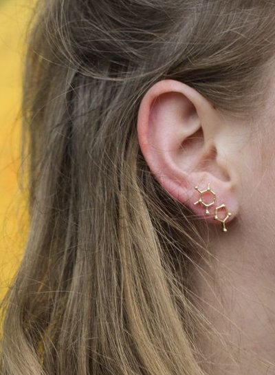 Minimalistic statement earrings molecule gold colored