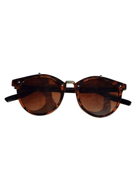 Vintage urban sunglasses with brown lenses