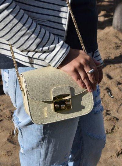 Chique crossbody tas met gouden hengels wit