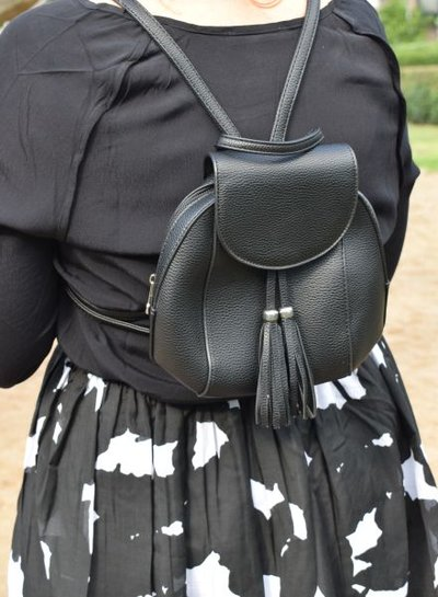 Minimalist chic rugtasje zwart met strak design