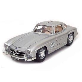 Bburago Modelauto Mercedes Benz 300 SL Coupe 1954 zilver 1:18 | Bburago
