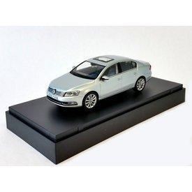 Schuco Modellauto Volkswagen VW Passat silber 1:43 | Schuco