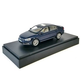 Schuco Modelauto Volkswagen VW Passat donkerblauw 1:43 | Schuco