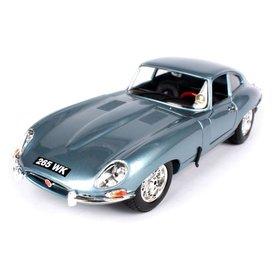 Bburago Modelauto Jaguar E-type Coupe 1961 lichtblauw metallic 1:18 | Bburago