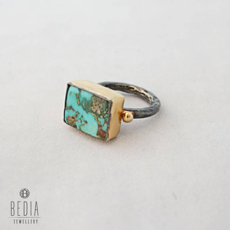 Ring turquoise gemstone