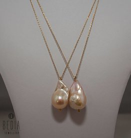 "Necklace ""Single pearl goldie"""
