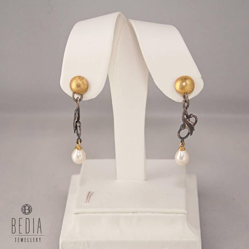 Classy pearl earrings