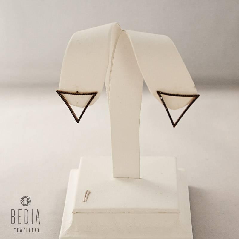 Open zwarte driehoek oorbellen