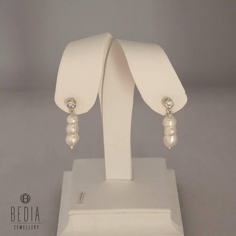 Triple pearl zilver oorbellen