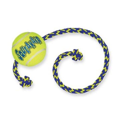 Kong Air Squeaker Tennis Ball met touw