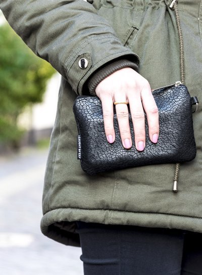 Caught by Eef Black Leather Purse | Jackie's Bag in Bag Mudcrack