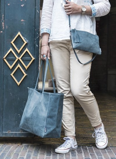 Caught by Eef Blauw Leren Clutch | Grace's Ocean Mini