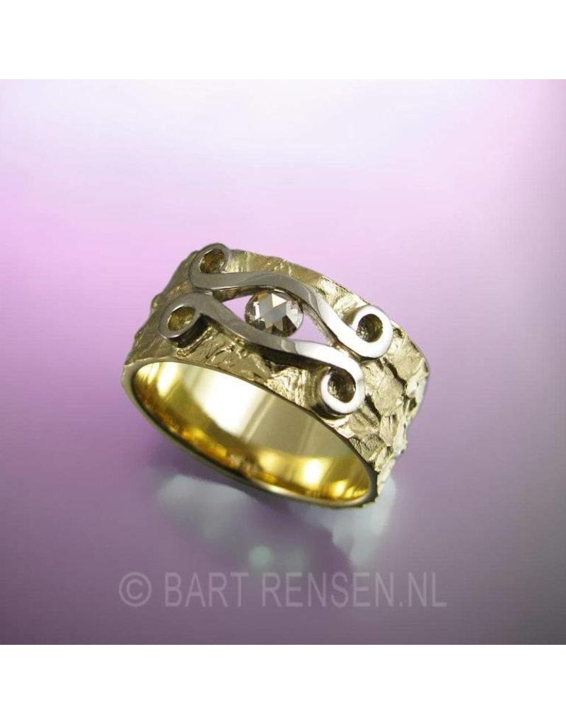 Ring with diamond
