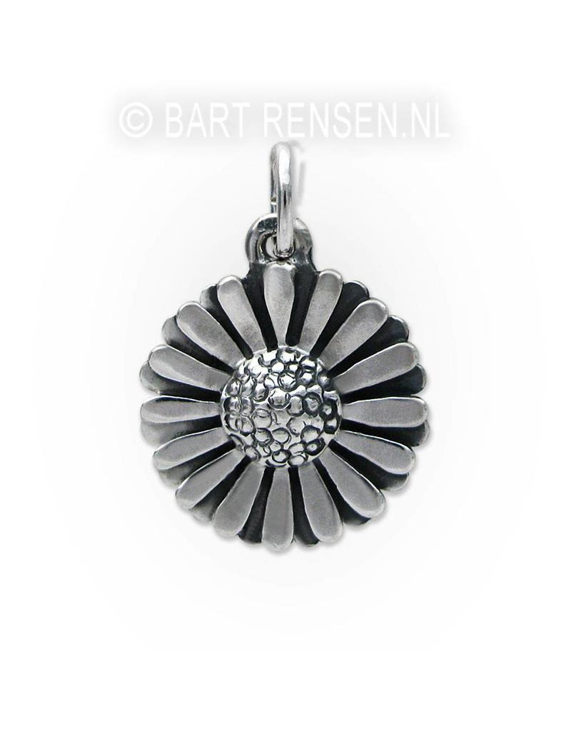 Daisy pendant - sterling silver