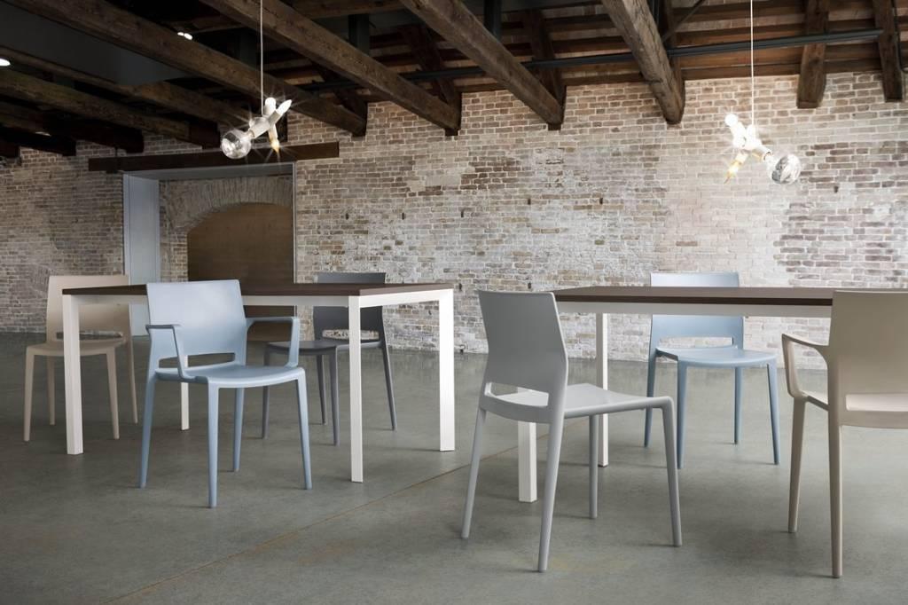 Kantoormeubelen Plus Active kantinestoel of conferentiestoel