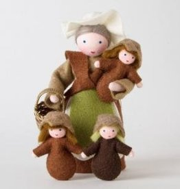 Roemeense Vingerpopjes Set Moeder Aarde en 1 Wortelkindje Mother Earth with basket and 1 Seed Doll