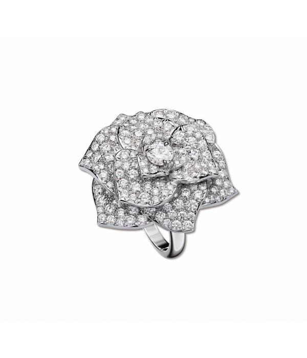 Piaget Rose ring in 18K white gold, set with 112 brilliant-cut diamonds [approx. 2.38 ct]