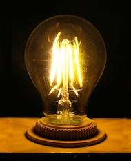 De echte LED gloeilamp met behulp van filament gloeidraad