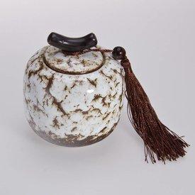 weiße Teedose aus Porzellan